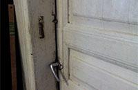 Помогите многодетной семье Ильиных оторвать входную дверь