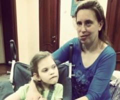 Лена и Викуля Петровы приехали на лечение. Девятый приезд