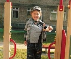 Богдан Лебедев, 7 лет, инвалид с мамой Татьяной на обследование