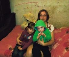 Помогите одинокой маме из Брянской Области купить диван!