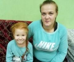 Александра с дочерью Никой (проект 'профилактика социального сиротства')