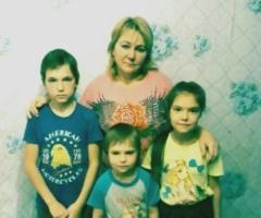 Я одна воспитываю четверых детей. Очень тяжело приходится. Помогите! Кулешникова Л.Н., многодетная одинокая 4 детей