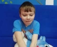 Димочка из Петровско-Забайкальского детского дома, 9 лет. Почти не видит. Приехал на лечение.