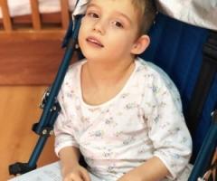 Миланочка, сирота из Свердловской области, 6 лет. Приехала на реабилитацию.