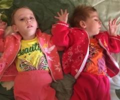 Вера и Надя из Смоленской Области, 3 года, близняшки. ДЦП. Приехали на лечение.