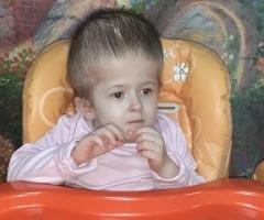 Леночка, 7 лет, сирота из Иркутской области, инвалид. Приехала на обследование и лечение.