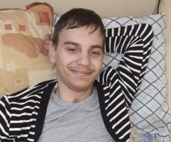 Лёша 19 лет. Из Приморского Края, сирота, инвалид, лежачий. Приехал в Москву на лечение.