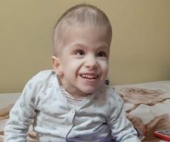Ксюша, 6 лет. Много тяжёлых заболеваний. Живёт в семье опекунов. Готовится снова лечь в больницу.