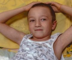 Айдар из Башкирии, сирота, 7 лет. Проходит реабилитацию после операции.