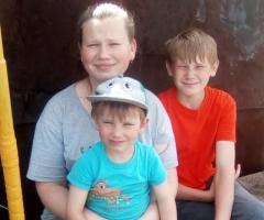 Хоть и стыдно очень, руки ведь есть, но вынужденны просить... Денисова Н.Г., 4 детей, одинокая мама