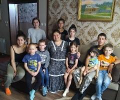 В связи с тяжёлым материальным положением, просим Вас помочь нам! Гаврышкив Е.В., многодетные 14 детей