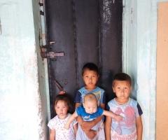 Нам нужна входная железная дверь, чтобы детки не мерзли! Джуматаева А.С.,5 детей