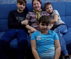 Я очень прошу, помогите с продуктами питания. Меркель Н. И., одинокая мама. 4 детей.