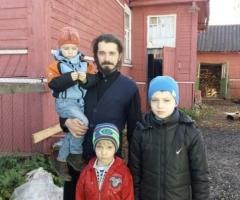 Просим вас оказать посильную помощь в приобретении лекарств Доценко А. Н.. Новгородская Обл. многодетная семья православного духовенства, 3 детей.
