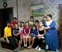В связи с тяжёлым материальным положением просим Вас, помочь нам!  Гаврышкив Е. В., многодетная, 8 детей.