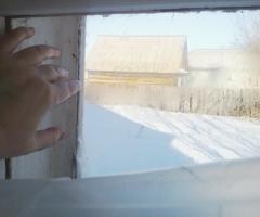 У нас нет возможности заменить окна, дома очень дует! Суслова Ю. В., одинокая мама, 1 ребенок.