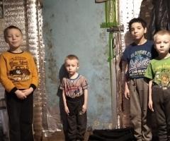 Из-за этого дети часто болеют, так как по низу двери сильный сквозняк. Юносова Н. А., мама-одиночка, 4 детей