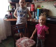 Просим Вас помочь нам в покупке письменного стола детишкам! Стребкова Е. Е., 5 детей.