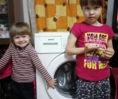 Нуждаемся очень в стиральной машинке, так как нашей около 9 лет! Кокшарова Н. Н., одинокая мама, 2 детей.
