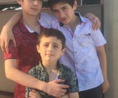 Двое из них инвалиды с детства. Гусейнова А.Д., 4 детей.