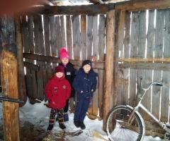 Мы очень нуждаемся в дровах. Лубина Ю. М., 4 детей.