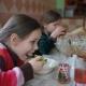 Детей накормили и слава Богу!