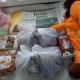 Новогодние подарки, сувениры, крекер, вафли, рюкзачок