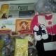Новогодние подарки, Новогодние шарики, литература детская, платье, футболка, кеды.