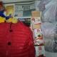 Новогодние подарки, вафли,  печенье, сгущеное молоко, чай, ананасы, паштет, какао, игрушки, куртка