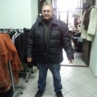 Теплая куртка с ярмарки согреет зимой...