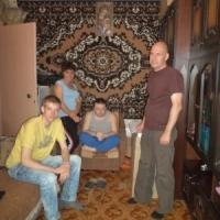 сотрудники фонда (Сережа, Алла, Алексей) с подопечным Володей