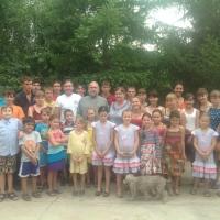 фото от 19.05.2016 г.В Приюте Милосердия проживают дети, находящиеся на попечении батюшки Николая и матушки Галины Стремских (25 человек).